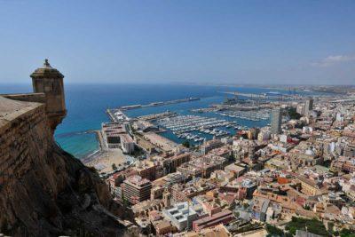Steden in de buurt van Villa Salvador zijn Torrevieja, Murcia en Alicante