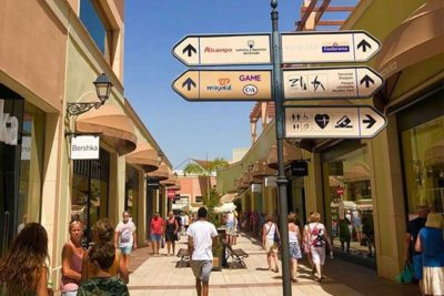 Shoppen kan perfect op Zenia boulevard als u in Villa Salvador verblijft aan Costa Blanca in Spanje