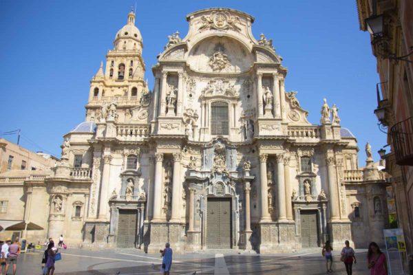 Murcia is de zevende stad van Spanje. Studentenstad en ligt op nog geen uur van Villa Salvador