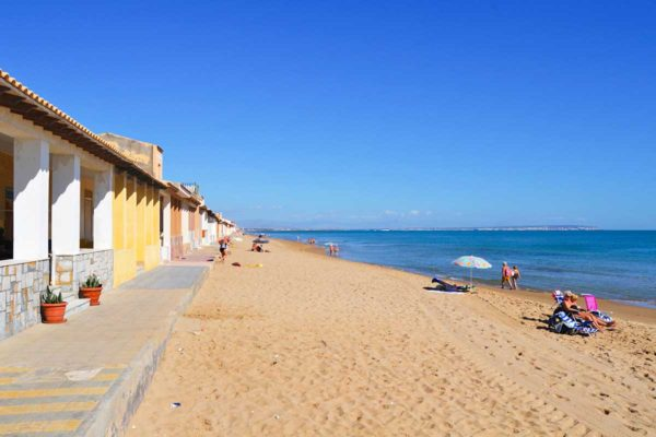 Villa Salvador heeft prachtige stranden in de omgeving bij Alicante, Torrevieja, la mata, guardemar del segura en nog veel meer moois